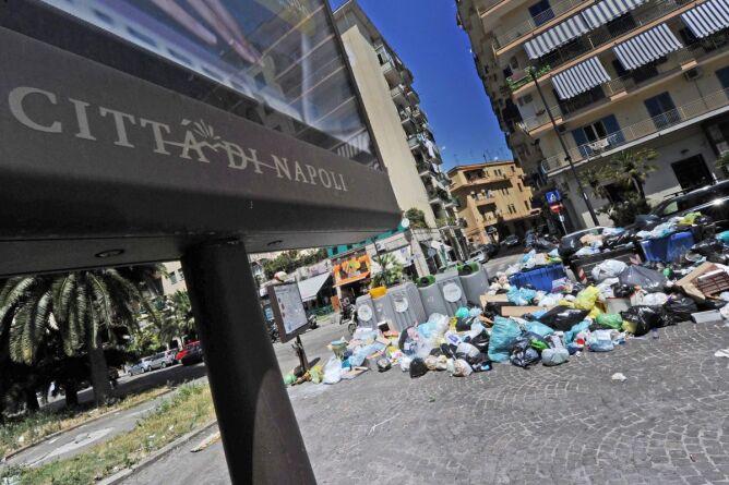 Neapol znowu tonie w śmieciach