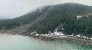 Osuwiska ziemi na Alasce po ulewnych opadach deszczu