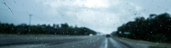 Deszcz utrudni jazdę i ograniczy widzialność