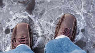 Nie sprawdzaj, czy lód jest dość gruby. Po prostu #NieWchodźNaLód